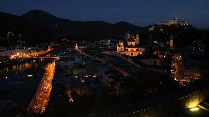 Panorama notturno di Salisburgo