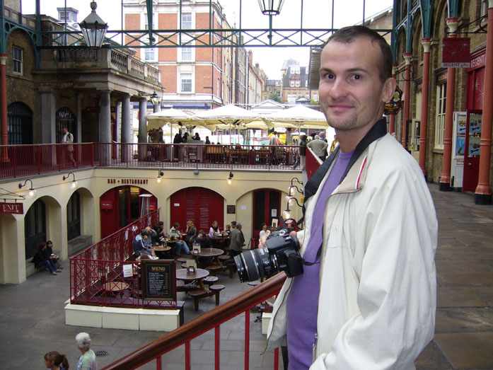 Daniele Carrer durante una registrazione di foto stock a Covent Garden, Londra