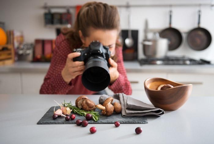 Fotografa di stock images che riprende del cibo