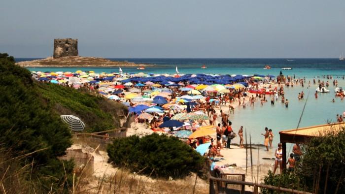 La spiaggia di Stintino in Sardegna: le foto di paesaggi non vendono molto nel microstock