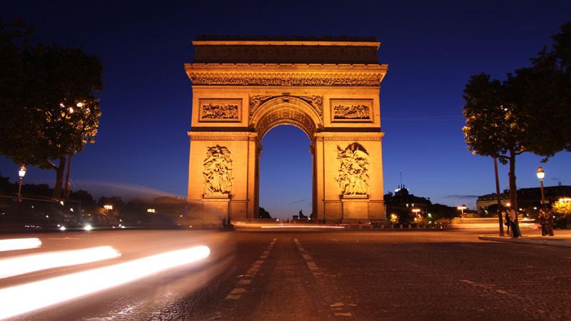 Esempio di come fotografare in time lapse l'arco di trionfo a Parigi