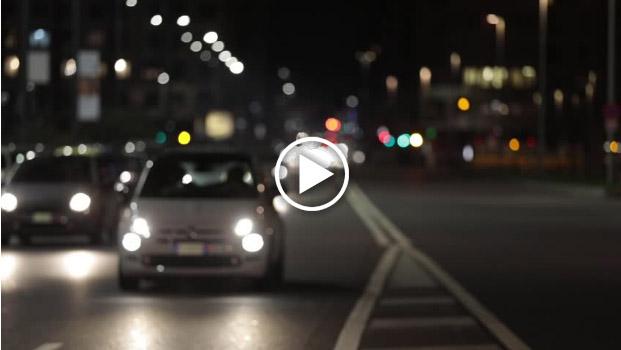 Traffico di notte a Milano tratto da stock footage registrato da Roberto Mariani