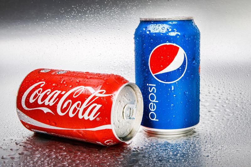 Lattina di Pepsi e lattina di Coca Cola