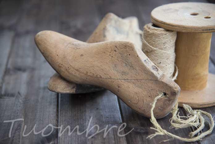 Strumenti per produrre calzature fotografati da Umberto Andreini