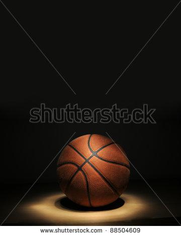 Immagine di un pallone da basket ottenuto con la tecnica del light-painting da Alessandro Bolis