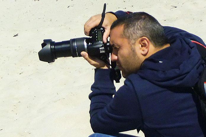 Il fotografo Dino Iozzi in azione