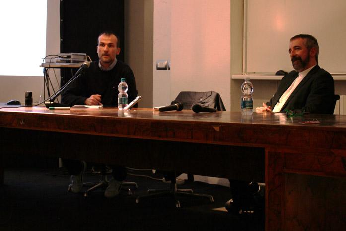 Daniele Carrer e Roberto Tomesani durante una conferenza sul microstock tenutasi a Milano presso lo IED il 7 febbraio 2017