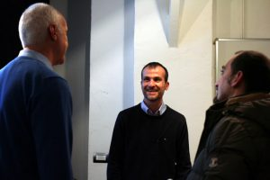 Daniele Carrer durante una conferenza in cui parla di microstock