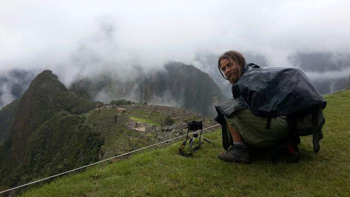 Il produttore di microstock Simone Scalise mentre gira un time-lapse a Machu Pichiu