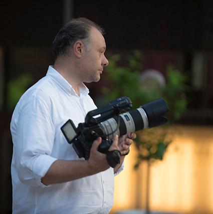 Ritratto del videomaker Roberto Mariani