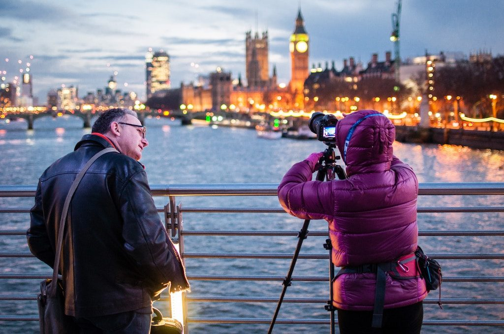 Coppia di fotografi mentre lavora a Londra