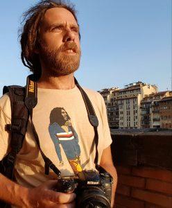 Il contributor Shutterstock Simone Scalise con la reflex al collo