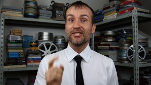 Daniele Carrer durante un tutorial su come vendere le proprie foto