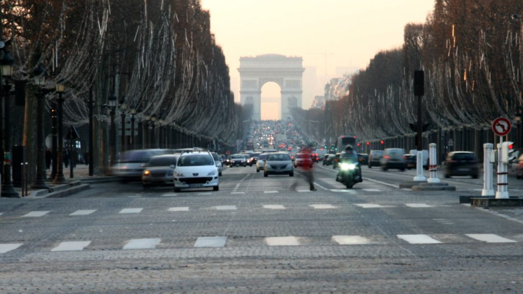 Traffico sugli Champs-Elysées