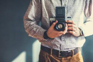 Fotografo con una macchina medio formato