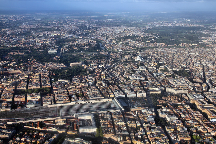 La stazione Termini di Roma fotografata da un drone