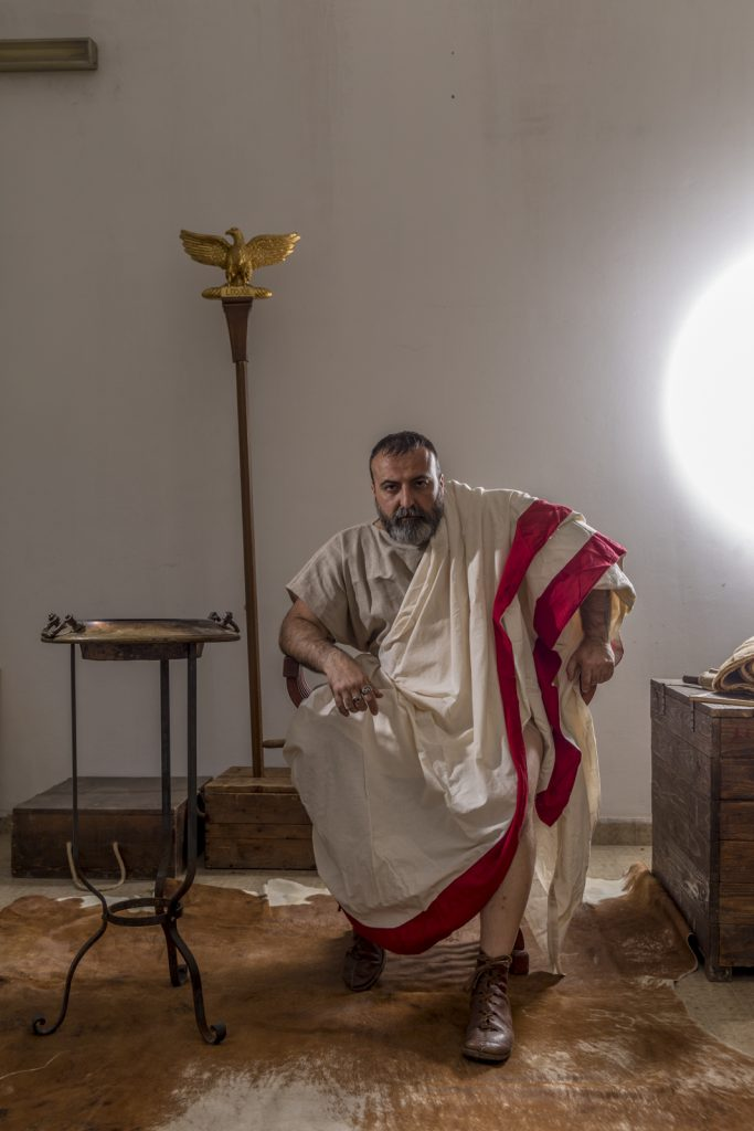 Set con l'immagine grezza di Ponzio Pilato