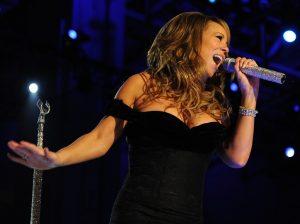 La cantante Maria Carey in un'immagine stock che testimonia come chiunque possa vendere foto online