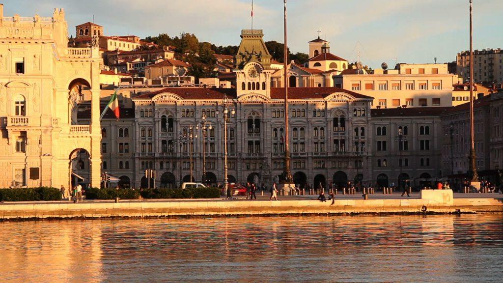 Piazza Unità d'Italia a Trieste al tramonto