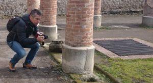 Il produttore di stock images e stock footage Marco Cerulli mentre riprende con una Nikon bridge
