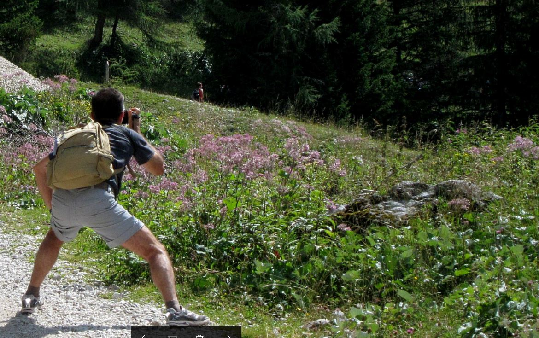Il produttore di stock images e stock footage Marco Cerulli mentre riprende con una Panasonic Lumix