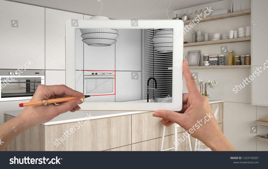 Tablet che inquadra una cucina