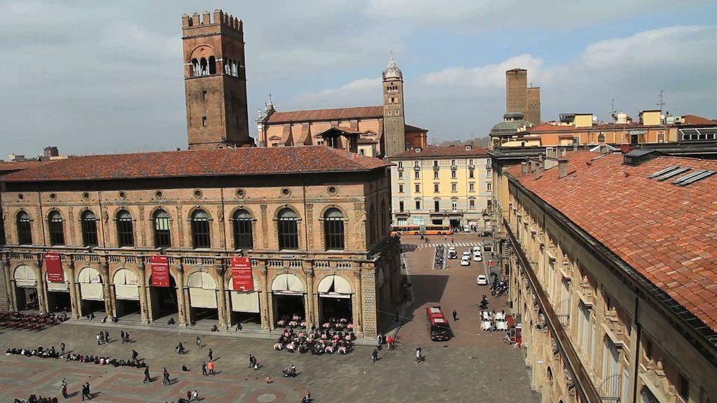 Piazza Maggiore a Bologna ripresa dalla terrazza della Basilica di San Petronio