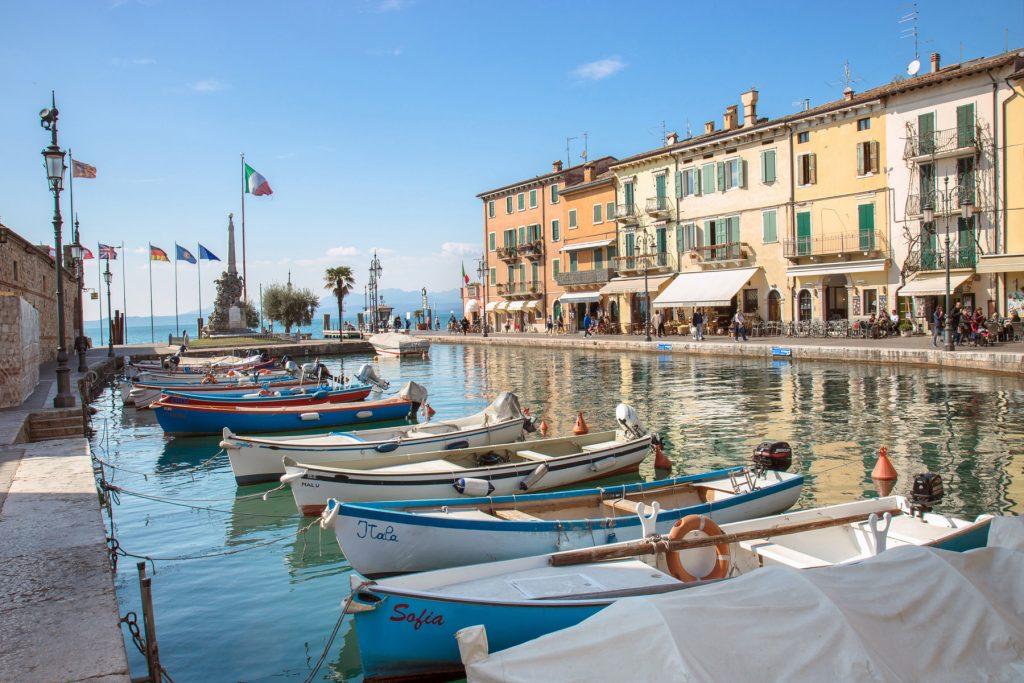 Il porto di Lazise, sul Lago di Garda