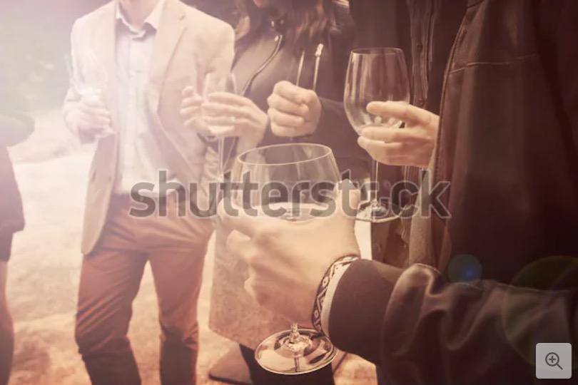 Stock image di persone che bevono vino in vendita su Shutterstock